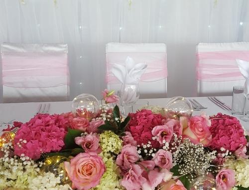 Сватба в розово с изкуствени цветя
